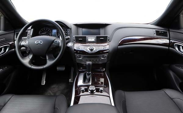 2015 Infiniti Q70 and Q70L First Review - Kelley Blue Book