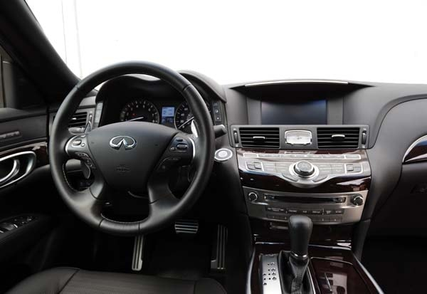 2015 Infiniti Q70 and Q70L First Review 22