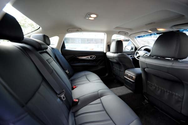 2015 Infiniti Q70 and Q70L First Review 31