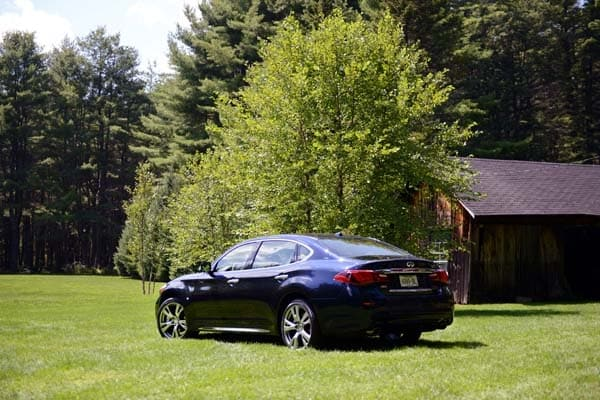 2015 Infiniti Q70 and Q70L First Review 2