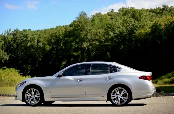 2015 Infiniti Q70 and Q70L First Review 14