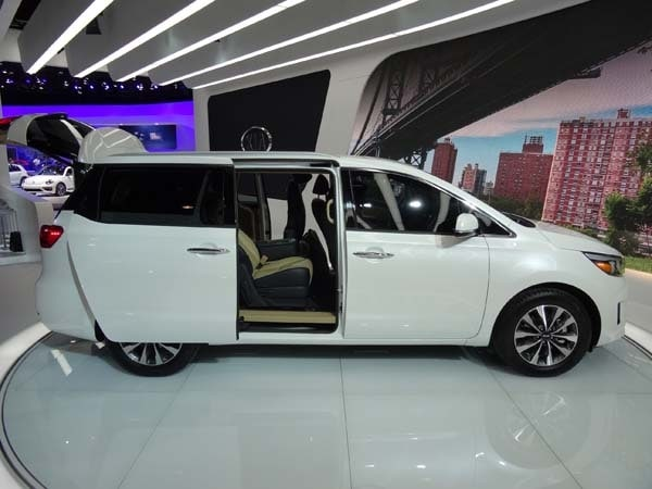 2015 Kia Sedona: Minivan Cool - Kelley Blue Book