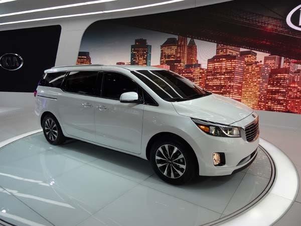 Honda Accord Hybrid For Sale >> 2015 Kia Sedona: Minivan Cool - Kelley Blue Book