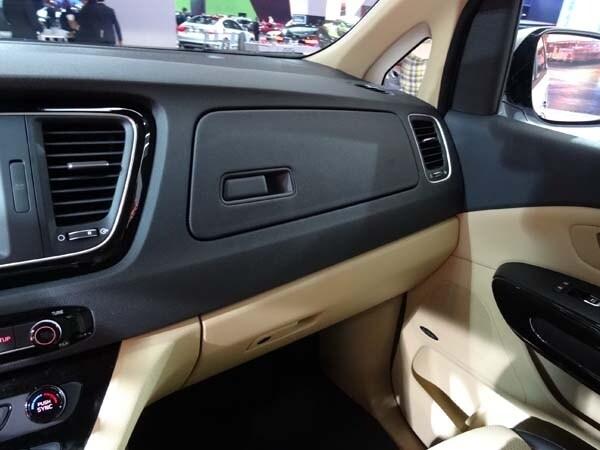 2015 Kia Sedona: Minivan Cool 18