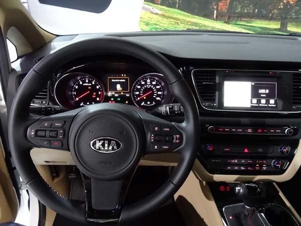 2015 Kia Sedona: Minivan Cool 13