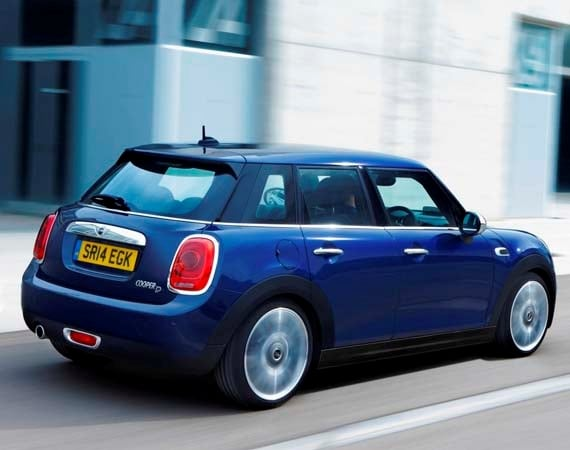 2015 Mini Hardtop 4-door: A stretch in size and appeal 14