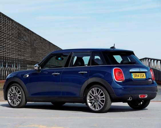 2015 Mini Hardtop 4-door: A stretch in size and appeal 13