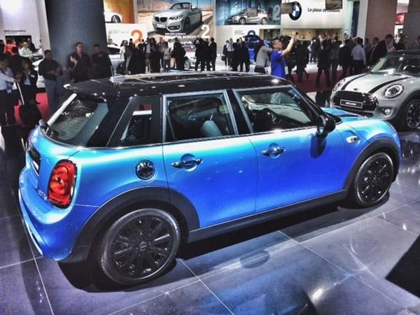 2015 Mini Hardtop 4-door: A stretch in size and appeal 1
