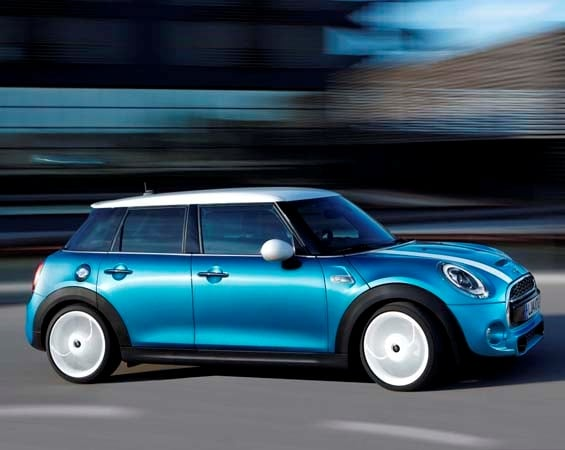 2015 Mini Hardtop 4-door: A stretch in size and appeal 4