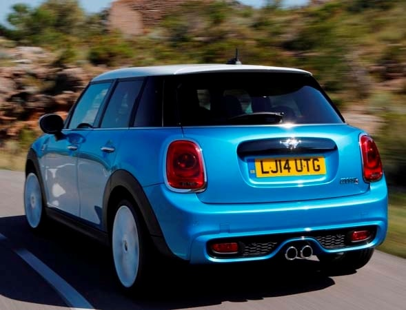 2015 Mini Hardtop 4-door: A stretch in size and appeal 6