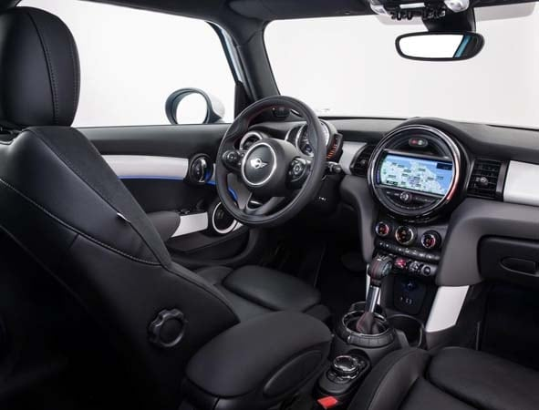 2015 Mini Hardtop 4-door: A stretch in size and appeal 20