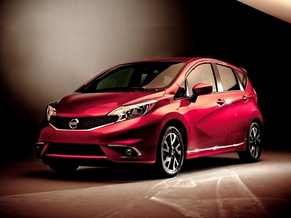 2015 nissan versa note sr unveiled kelley blue book. Black Bedroom Furniture Sets. Home Design Ideas