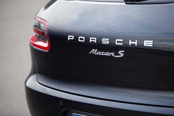 2015 Porsche Macan First Drive: A Hatchback SUV Worthy of the Porsche Crest 43