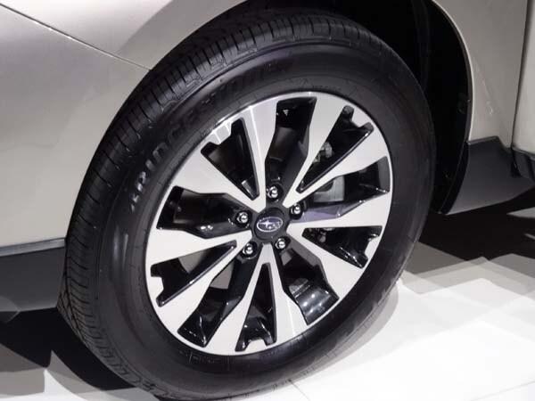 2015 Subaru Outback gets a major makeover 9