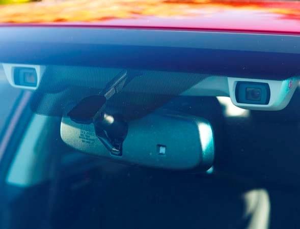 2015 Subaru XV Crosstrek offers EyeSight assist - Kelley Blue Book