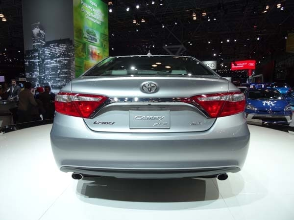2015 Toyota Camry adds style, substance and spark 7