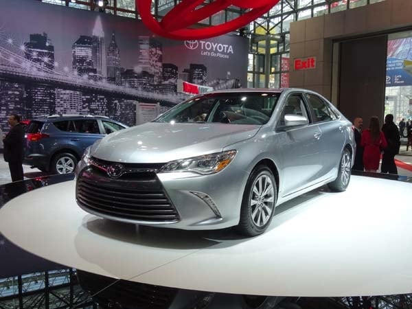 2015 Toyota Camry adds style, substance and spark 4