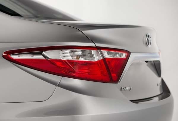 2015 Toyota Camry adds style, substance and spark 17