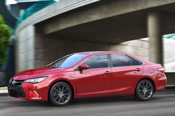 2015 Toyota Camry adds style, substance and spark 18