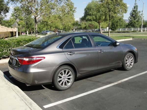 2015 toyota camry xle v6 quick take kelley blue book. Black Bedroom Furniture Sets. Home Design Ideas
