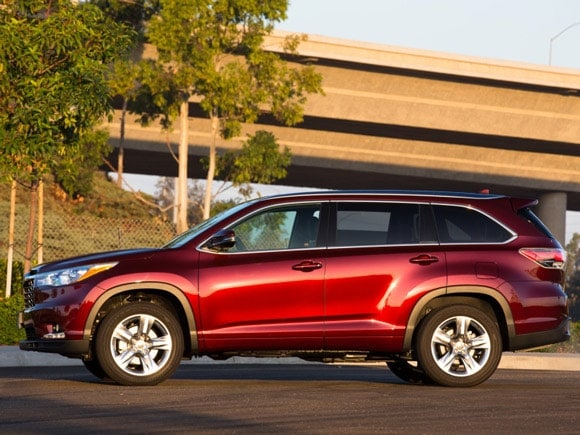 15 Best Family Cars: 2015 Toyota Highlander - Kelley Blue Book