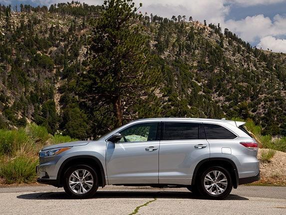 2015 Toyota Highlander Xle >> Midsize SUV Comparison: 2015 Toyota Highlander - Kelley Blue Book