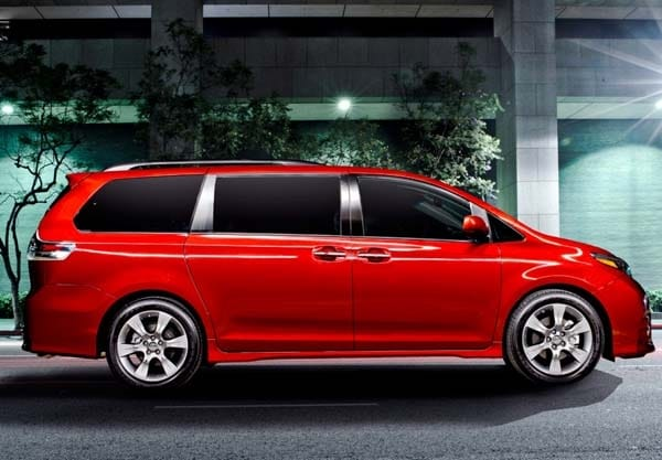 2015 Toyota Sienna revealed 2