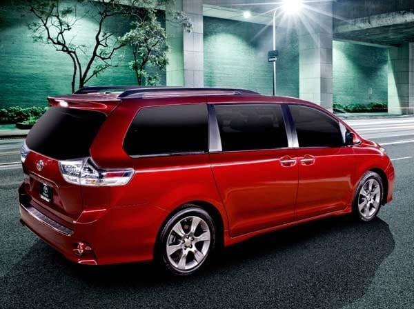2015 Toyota Sienna revealed 3