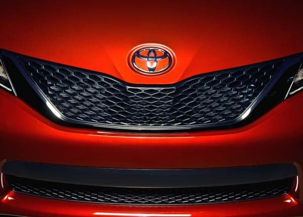 2015 Toyota Sienna revealed 8