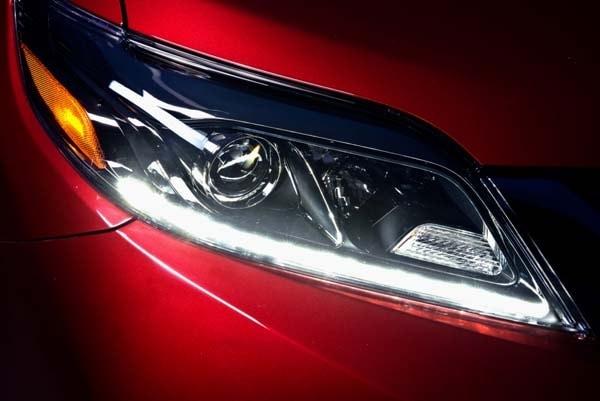 2015 Toyota Sienna revealed 9