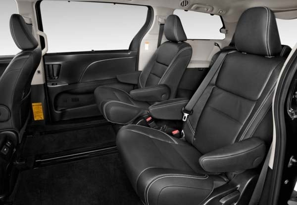 2015 Toyota Sienna revealed 22