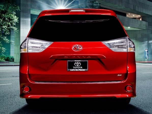 2015 Toyota Sienna revealed 5