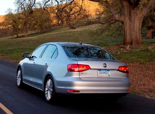 2015 Volkswagen Jetta pricing starts at $17,035 - Kelley Blue Book