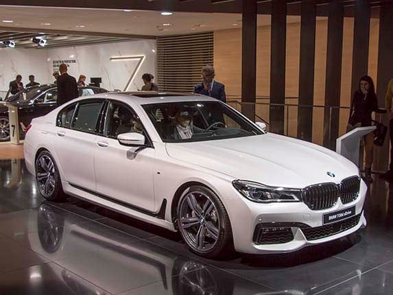 2016 bmw 7 series first review remaking a flagship kelley blue book. Black Bedroom Furniture Sets. Home Design Ideas
