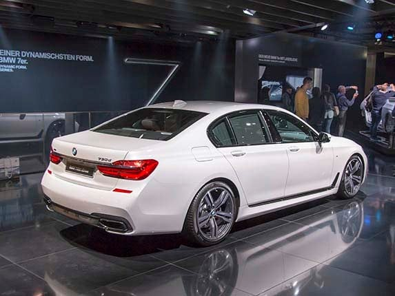 2016 BMW 7 Series First Review: Remaking a flagship ...