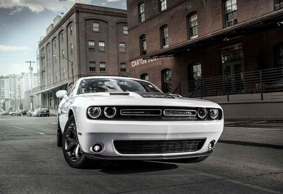 2016 dodge charger challenger hellcat prices rise kelley blue book. Black Bedroom Furniture Sets. Home Design Ideas