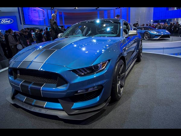 2016 Ford Shelby GT350R Mustang: Track ready, street legal ...