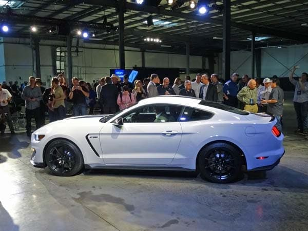 2016 Ford Shelby Gt350 Mustang An Icon Returns Kelley