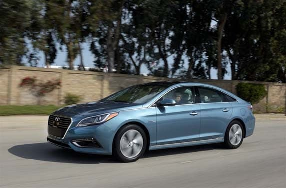 2016 hyundai sonata hybrid and plug in hybrid first review kelley blue book. Black Bedroom Furniture Sets. Home Design Ideas