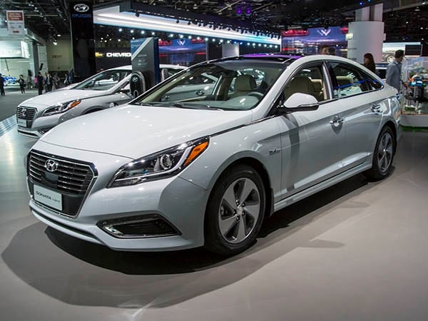 2016 hyundai sonata hybrid to debut in detroit kelley blue book. Black Bedroom Furniture Sets. Home Design Ideas