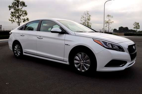 Accord Expert Reviews >> 2016 Hyundai Sonata Hybrid SE Quick Take - Kelley Blue Book