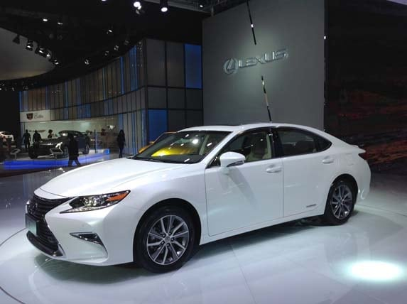 https://file.kbb.com/kbb/images/content/editorial/slideshow/2016-lexus-es-revamp-revealed-in-shanghai-/2016-lexus-es-shanghai-(7)-600-001.jpg