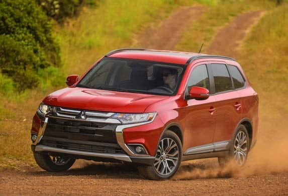 2016 Mitsubishi Outlander First Review - Kelley Blue Book