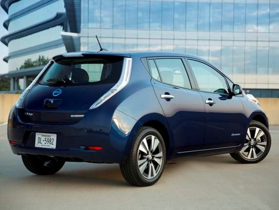 2016 nissan leaf offers more range features kelley blue book