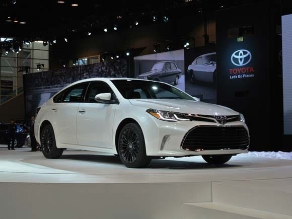 2016 Toyota Avalon Gets A Fresh Face Adds New Features Kelley Blue Book
