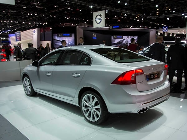 2016 Volvo S60 lineup adds Cross Country and Inscription ...