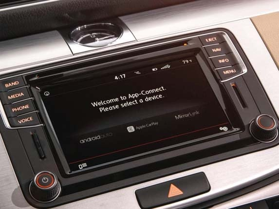 2016 VW lineup upgrades infotainment and driver-assists | Kelley Blue