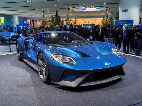 2017 Ford GT takes advanced racing tech to the street ...
