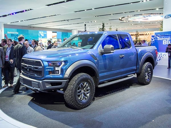 2017 ford f 150 raptor breaks cover kelley blue book. Black Bedroom Furniture Sets. Home Design Ideas