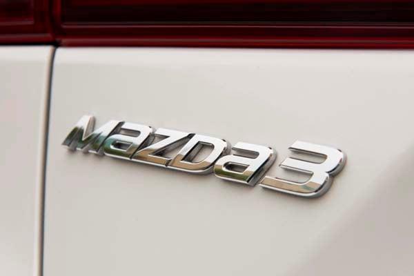 2014 Mazda Mazda3 i Touring: Attractive on Many Levels 17